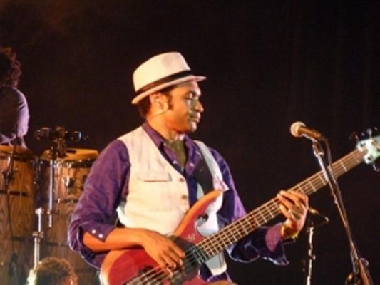 Descemer Bueno cantará en Camagüey el 22 de junio
