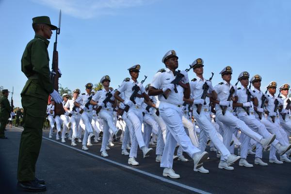 Realizan ceremonia militar por los 56 años del Ejército Central (+ Fotos)