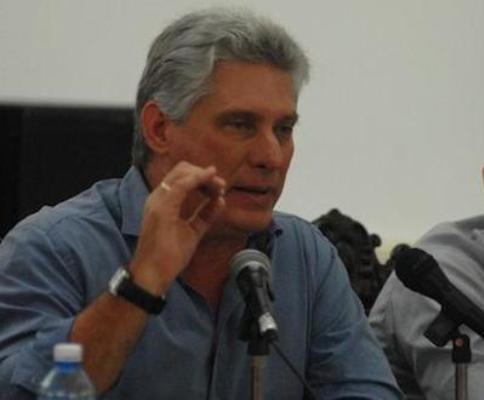 Díaz-Canel examinó programas hidráulico y de viales en el país