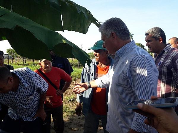 Presidente cubano visita municipio especial Isla de la Juventud, afectado por huracán Michael