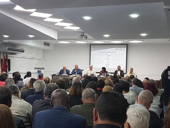 Participa Díaz-Canel en asamblea de balance del sistema bancario y financiero