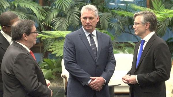 Recibe Presidente cubano Cartas Credenciales de nuevos embajadores