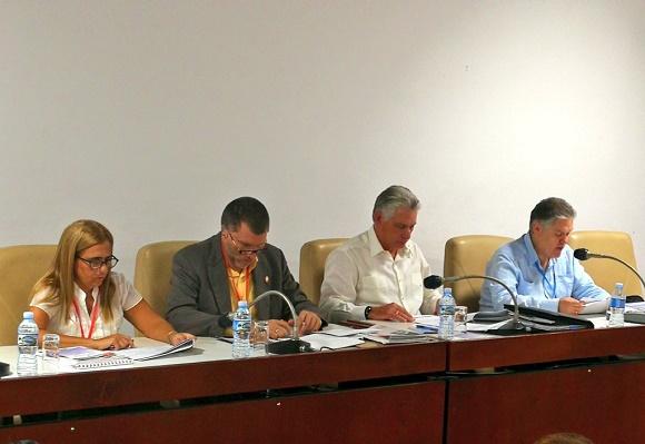 Participa Díaz-Canel en debates de Comisión Económica del Parlamento cubano