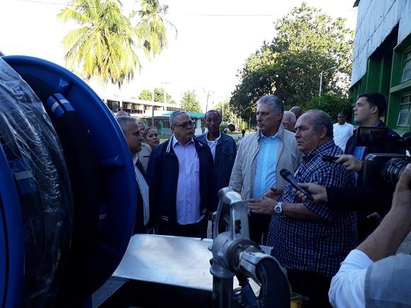 Recorre Díaz-Canel Empresa Metal Mecánica de La Habana (+Tuits)