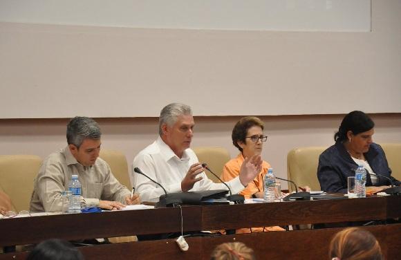 Convoca Díaz-Canel a la construcción colectiva en materia de informatización