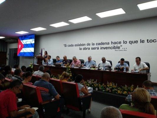 Evalúa Gobierno cubano en la capital medidas para disminuir el consumo energético