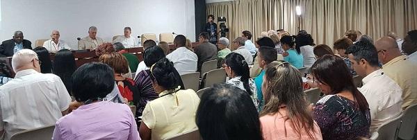 Participa Díaz-Canel en debate de Comisión de Asuntos Económicos del Parlamento cubano