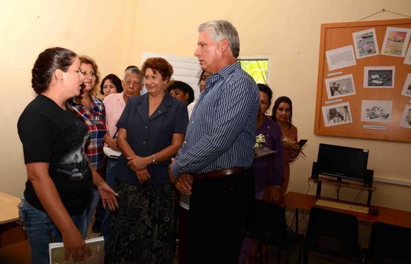 En las aulas está el futuro del país, aseguró Primer Vicepresidente cubano
