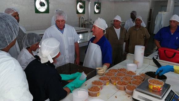 Intercambia Díaz-Canel con trabajadores de Empresa Pesquera Industrial camagüeyana (+Audio y Tuits)