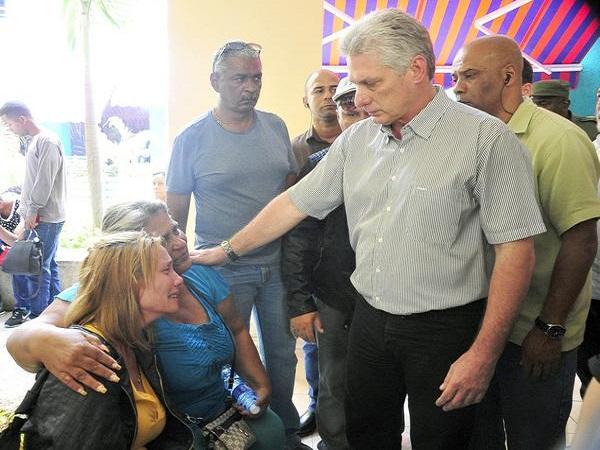 Díaz-Canel estuvo también en el hotel Tulipán, que acoge a los familiares de las víctimas del accidente.