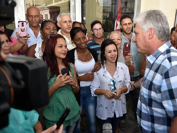 Felicita Díaz-Canel a los periodistas cubanos por su auténtico ejercicio profesional