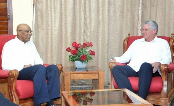 Dialogan en La Habana los presidentes de Cuba y Guyana