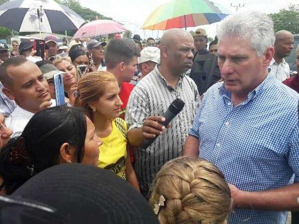 Intercambia Díaz-Canel con pobladores del municipio camagüeyano de Santa Cruz del Sur (+Audio y fotos)