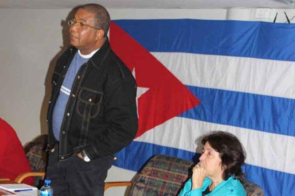 Dirigente cubano intercambia con colaboradores en Sudáfrica