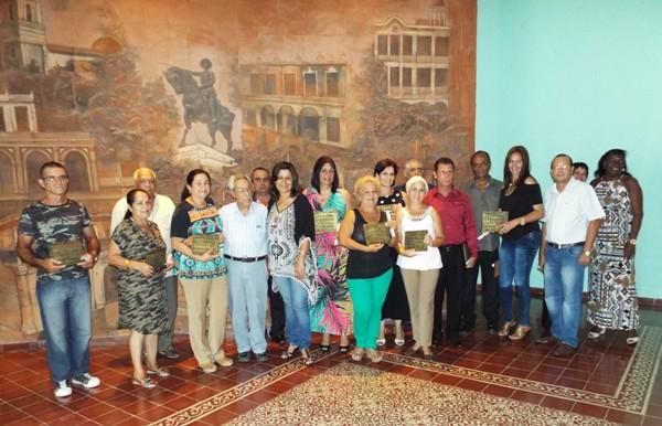 Distinguen trayectoria de radialistas camagüeyanos