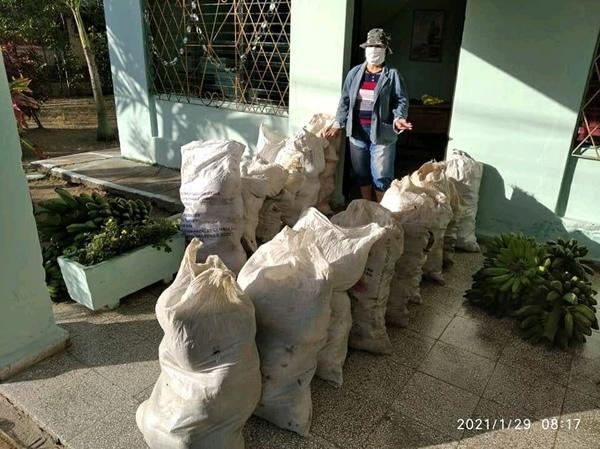 Recibe hospital camagüeyano donación de productos agropecuarios