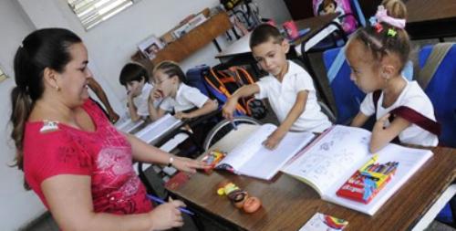 Reafirma Ministra cubana de Educación compromiso con la superación de los discapacitados