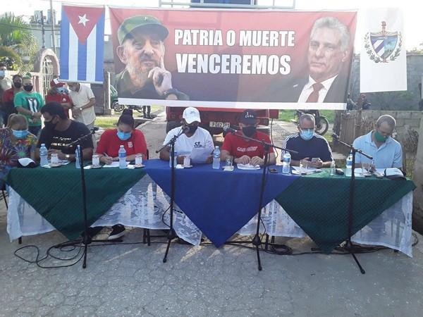Vecinos de El Jardín, en la ciudad de Camagüey, intercambian con autoridades provinciales (+ Fotos)
