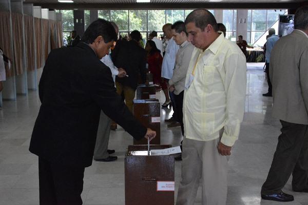 Diputados cubanos eligen al Presidente y Vicepresidente de la República