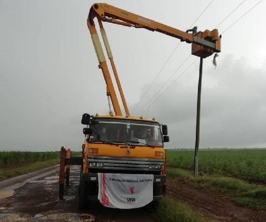 Eléctricos de Camagüey devuelven la luz en Ciego de Ávila (+ Post)