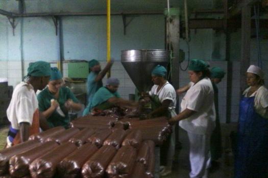 Reparación de equipos favorece índices productivos de empacadora camagüeyana