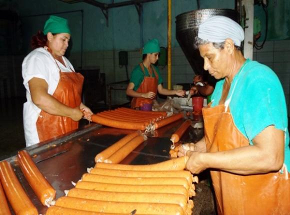 Empacadora Raúl Cepero Bonilla de Camagüey labora por cumplir plan productivo