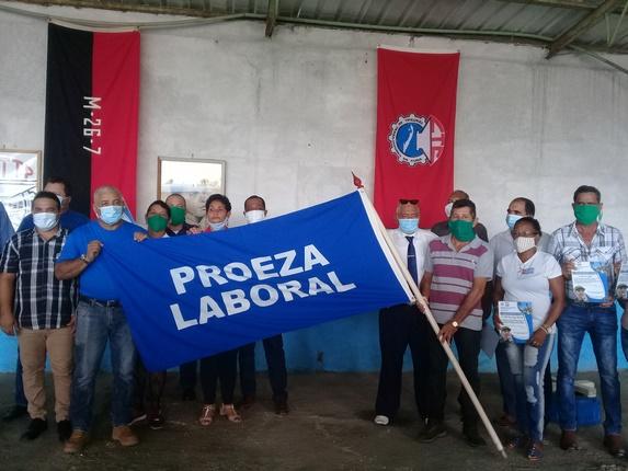 Recibe Empresa Provincial de Transporte en Camagüey Bandera de Proeza Laboral (+Fotos y Audio)