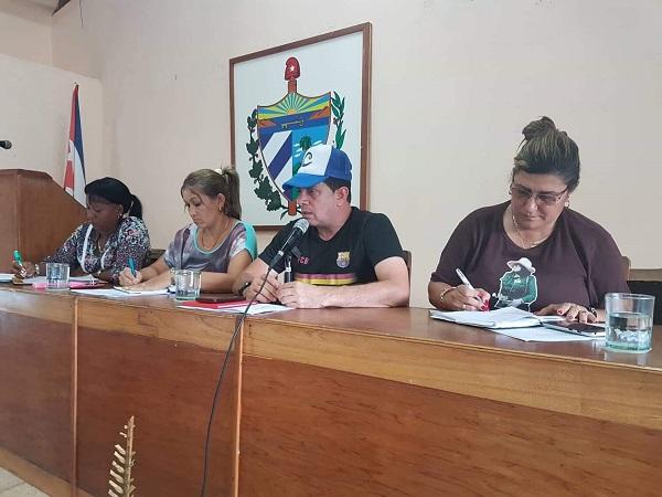 Socializan cubiteños positivas experiencias de ahorro con máximas autoridades de Camagüey