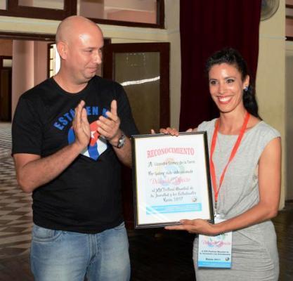 Lisandra Gómez, quien representará a la provincia en el XIX Festival Mundial de la Juventud y los Estudiantes, estuvo entre las homenajeadas.