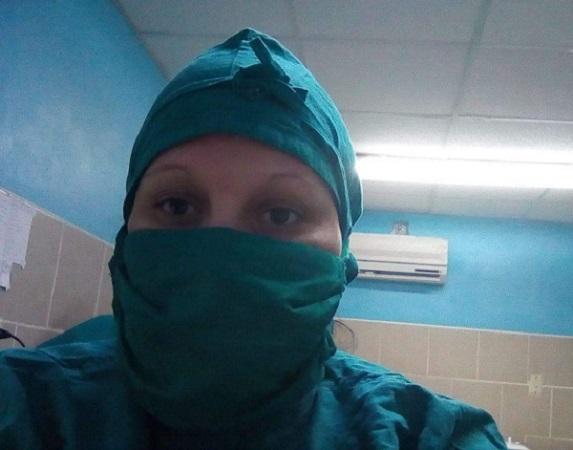 Alejada de casa, Yaneisy se mantiene cercana a pacientes y familiares