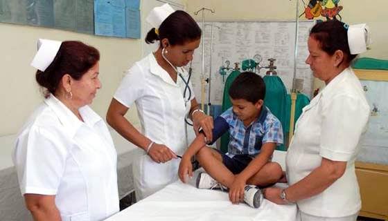Felicita Ministro de Salud a profesionales cubanos de la Enfermería