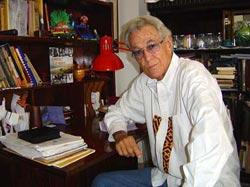 Reconocen en Camagüey dimensión social de la obra del escritor Enrique Cirules
