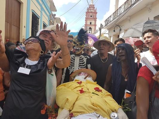 Tradicional entierro de San Pedro cierra en Camagüey fiesta sanjuanera