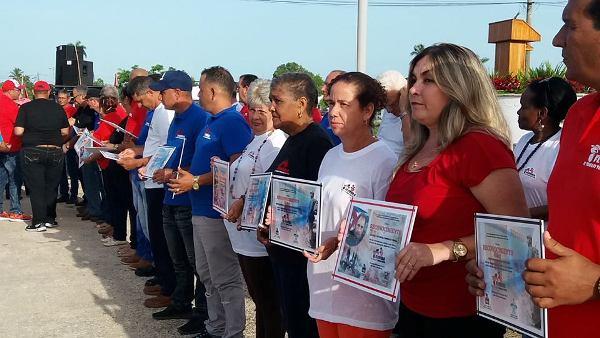 Reconocen a entidades destacadas en la reanimación del camagüeyano municipio de Florida (+ Fotos)