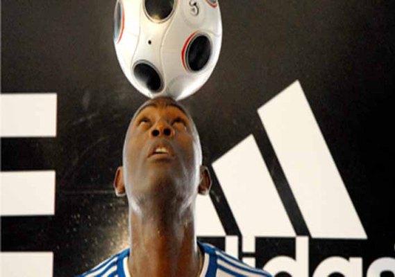 Cubano Erick Hernández logra récord mundial en dominio  del balón