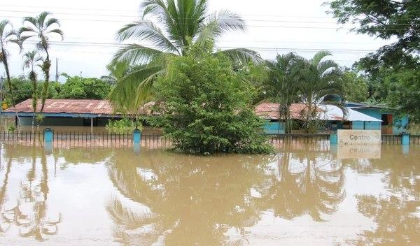 Fuertes lluvias provocan suspensión de clases en Costa Rica