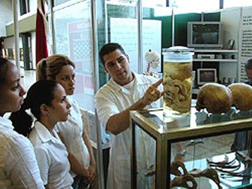 Universidad Médica de Camagüey por avalar resultados académicos