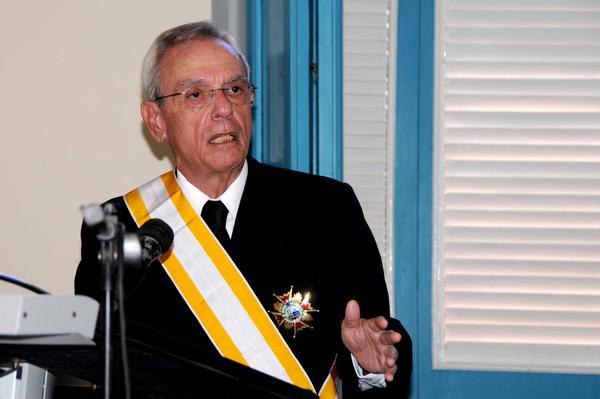 Distinguen a Eusebio Leal con la Gran Cruz de la Orden Isabel la Católica
