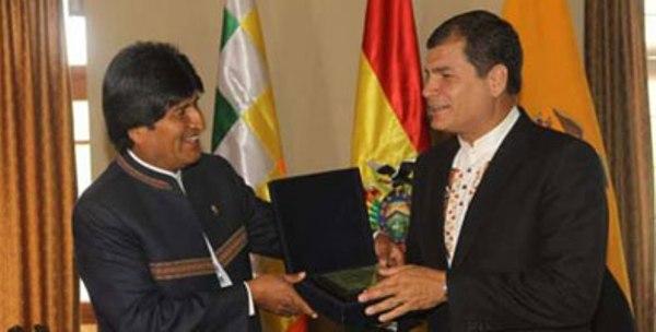 Denuncia Correa campaña difamatoria contra Evo Morales