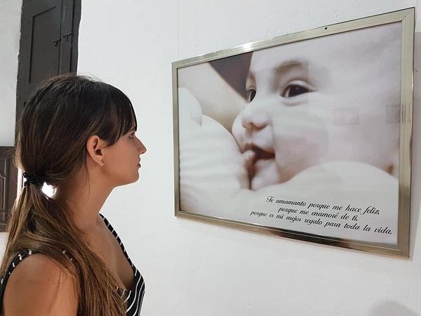Exposición fotográfica en Camagüey enaltece a la lactancia materna (+Audio y Foto)