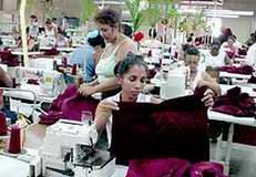 Textileros camagüeyanos garantizan uniformes escolares para varias provincias