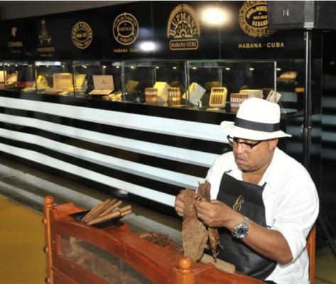 Expertos intercambian en Cuba sobre industria tabacalera (+ Fotos)