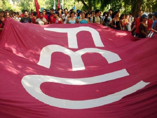Jóvenes camagüeyanos reciben carné de la Federación Estudiantil Universitaria (+ Post)