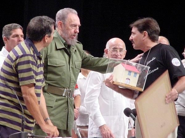 Cuando Fidel premió el trabajo de los camagüeyanos en el barrio