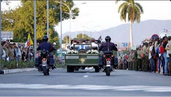 Parte cortejo fúnebre con cenizas de Fidel hacia Santa Ifigenia