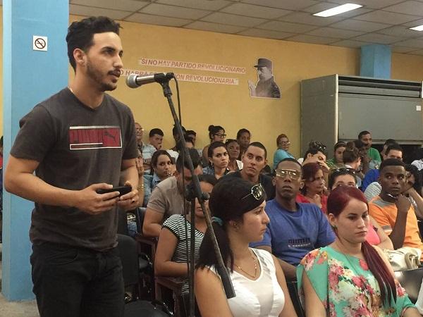 Universitarios del Camagüey realzan impronta de Fidel en la Educación