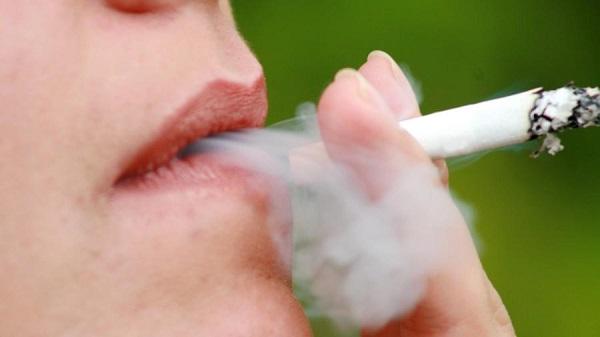 Hábito de fumar también causa pérdida auditiva