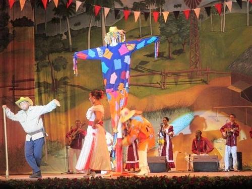Artistas lugareños regalan a la Universidad de Camagüey una gala de lujo