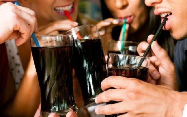 OMS advierte sobre relación de obesidad con elevado consumo de refrescos