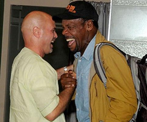 Actor estadounidense Danny Glover se reencuentra con Héroe cubano